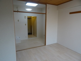https://image.rentersnet.jp/bd59f760-f997-4c45-b117-3c2ffe5fa34d_property_picture_2418_large.jpg_cap_居室