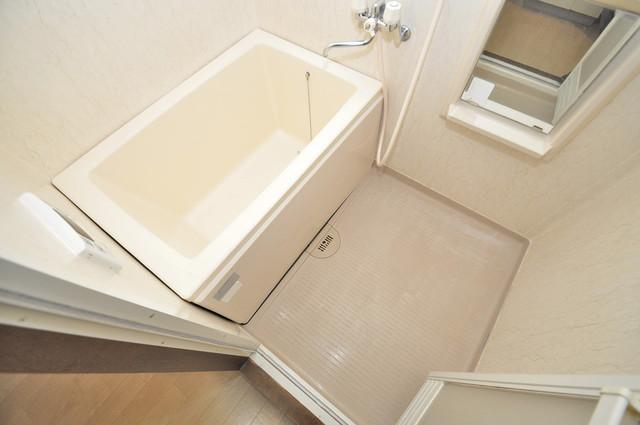 豊都ビル 足を伸ばして、ゆっくりできる大きなバスルームですよ。