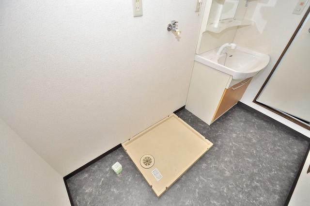 日栄ビル3号館 嬉しい室内洗濯機置場。これで洗濯機も長持ちしますね。