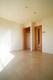 https://image.rentersnet.jp/bdb39ee5-0262-4a0e-ba74-b500bc9f4ca3_property_picture_962_large.jpg_cap_居室