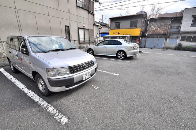 レオパレス今津 敷地内にある駐車場。愛車が目の届く所に置けると安心ですよね。