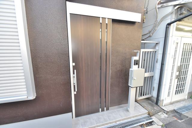 横沼町1-9-12 貸家 広々としていて、上品で落ち着いた雰囲気のロビー。
