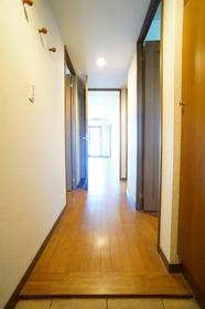 玄関からみた廊下