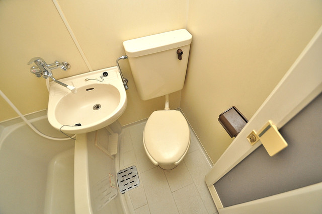 レオパレス布施  スタンダードなトイレは清潔感があって、リラックス出来ます。