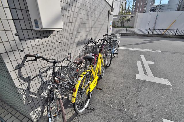 八千代ハイツ 敷地内には専用の駐輪スペースもあります。