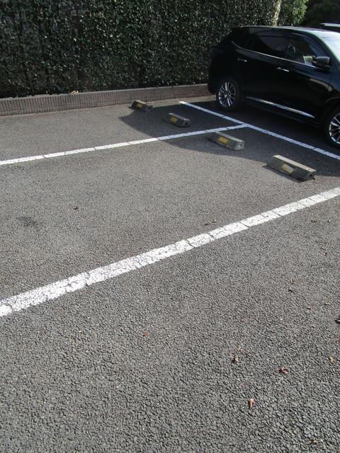 ヴィラコート高松駐車場