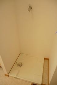 https://image.rentersnet.jp/be4bbb17-6008-4d3f-b1c4-3b58f974ae98_property_picture_2419_large.jpg_cap_室内洗濯機置き場