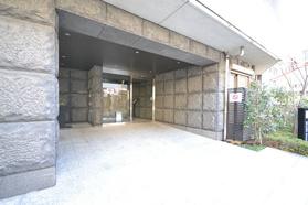 不動前駅 徒歩7分エントランス