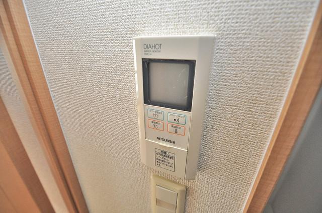 グランデージ長田東 給湯リモコン付。温度調整は指1本、いつでもお好みの温度です.