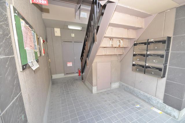 カトル・セゾン 玄関まで伸びる廊下がきれいに片づけられています。