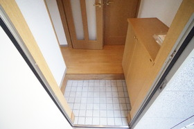 https://image.rentersnet.jp/bf9e1deb0a75c9b7c275c39e5493e1c5_property_picture_956_large.jpg_cap_玄関