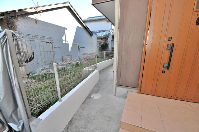 大蓮東1-22-30 貸家 植木鉢などを置いても良いかもしれませんね。