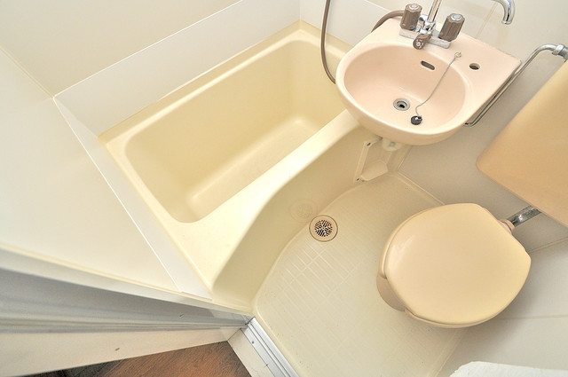 エステートピアイシイ コンパクトだけど機能性バッチリ。シンプルライフに十分のお風呂。