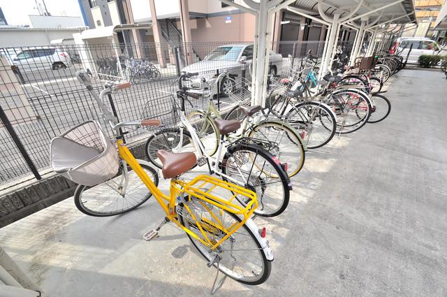 サンパティーク・メゾン 屋根付きの駐輪場は大切な自転車を雨から守ってくれます。