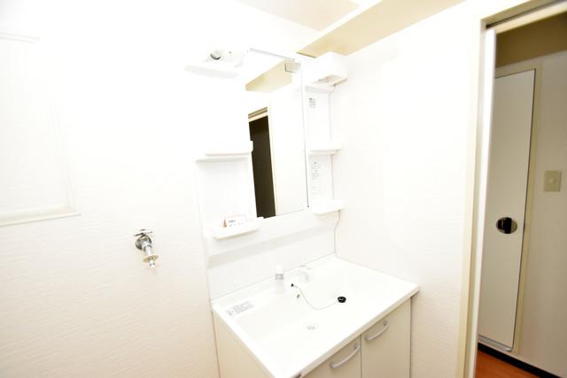 サンオーク タツミ 独立した洗面所には洗濯機置場もあり、脱衣場も広めです。
