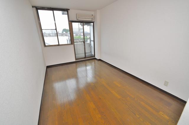 東大阪市上小阪4丁目の賃貸マンション 内装は落ち着いた色合いで、くつろげる空間になりそうですね。