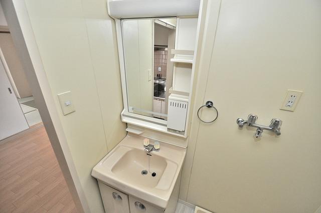 ブライトアーデン 人気の独立洗面所はゆったりと余裕のある広さです。