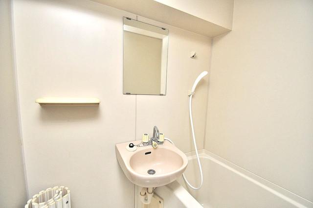 金沢ビル 可愛いいサイズの洗面台ですが、機能性はすごいんですよ。