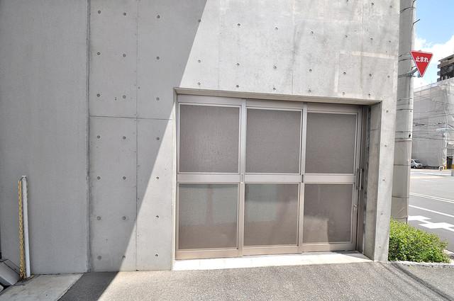 ゼファー東大阪 敷地内に有り、時間を気にせず出せるごみ置き場。
