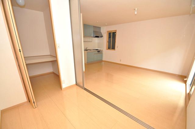 カーサ・エクレール A棟 陽当りの良いベッドルームは癒される心地良い空間です。