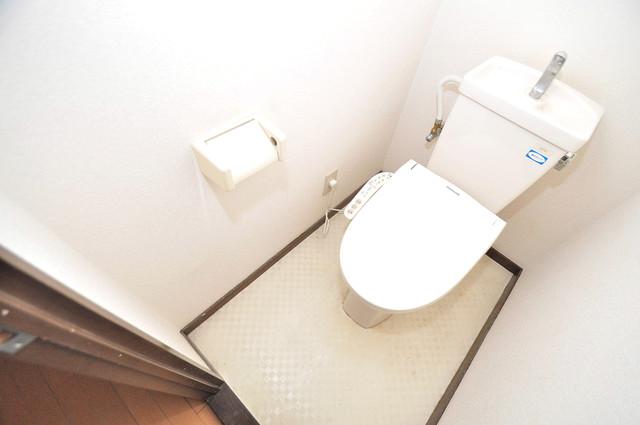 クリスタルアーク 白くてピカピカのトイレですね。癒しの空間になりそう。