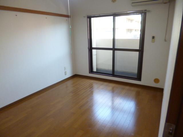 プラザサンタナカ2号館居室