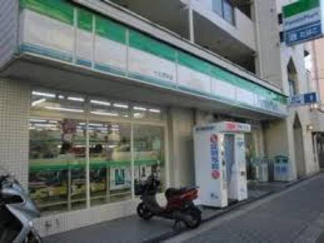ファミリーマート十三塚本店