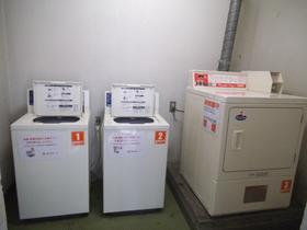 1階に洗濯機・乾燥機あります!