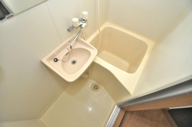 ロンモンターニュ小阪 コンパクトだけど機能性バッチリ。シンプルライフに十分のお風呂。