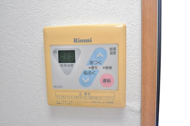 KHビル 給湯リモコン付。温度調整は指1本、いつでもお好みの温度です。