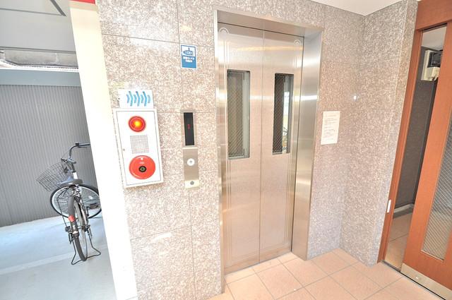 グランドール北巽 嬉しい事にエレベーターがあります。重い荷物を持っていても安心