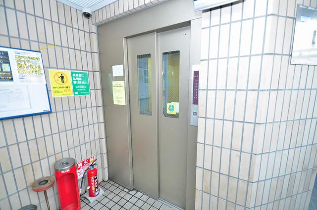 コートドールタツミ 嬉しい事にエレベーターがあります。重い荷物を持っていても安心