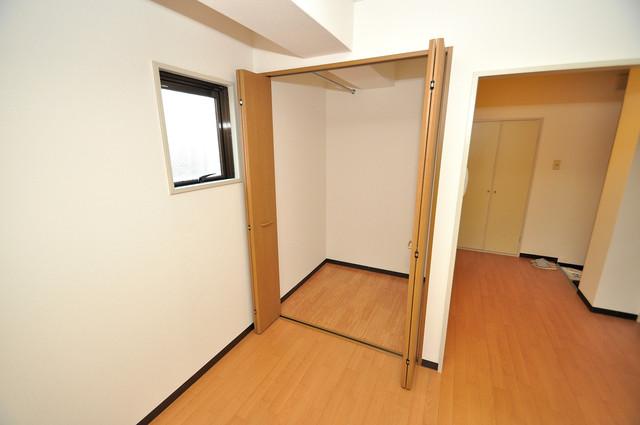 グリーンハウス 人気のウォークインクローゼット。お部屋が広々と使えます。