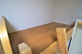https://image.rentersnet.jp/c2aa51c6-c2f0-4342-9def-2988094123a9_property_picture_956_large.jpg_cap_ベッドスペース