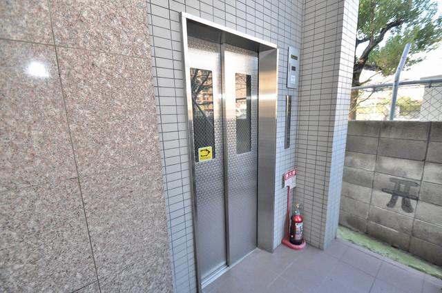 クイーンライフ巽 エレベーター付き。これで重たい荷物があっても安心ですね。
