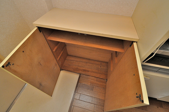 東大阪市小若江3丁目の賃貸マンション 明るい玄関には大きめのシューズボックスがありますよ。