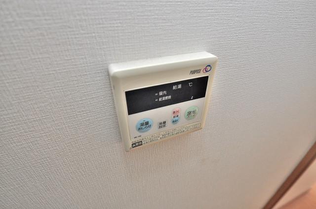 ディナスティ東大阪センターフィールド 給湯リモコン付。温度調整は指1本、いつでもお好みの温度です.