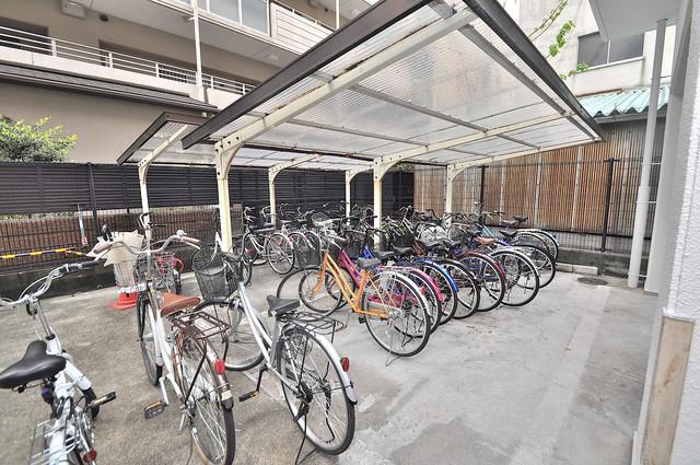 オーキッド・ヴィラ今里 屋内にある駐輪場は大切な自転車を雨から守ってくれます。
