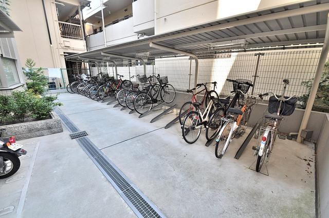 アミティタワー 屋根付きの駐輪場は大切な自転車を雨から守ってくれます。