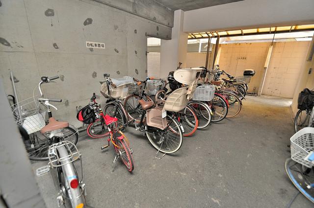 メゾンイサム 広い駐輪スペースは、置き場を探すこともなくなりますね。
