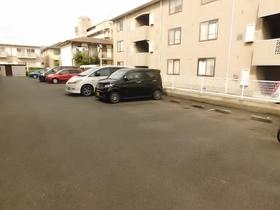 ファミーユ関野駐車場