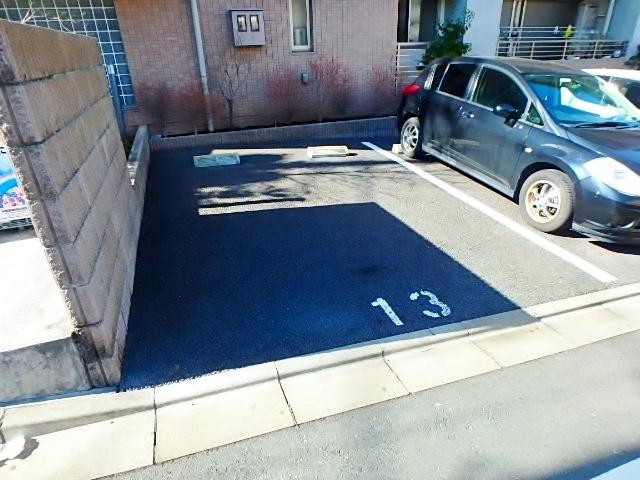 スペリオールパレス駐車場