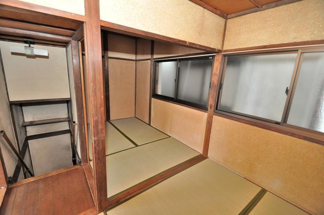 大蓮東5-5-12 貸家 窓があるので風通しが良く、快適な睡眠がとれそうですね。