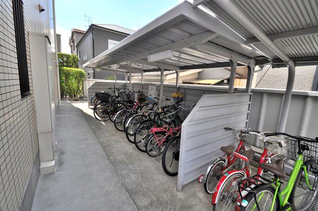 レジェーロ永和 敷地内にある専用の駐輪場。雨の日にはうれしい屋根つきです。