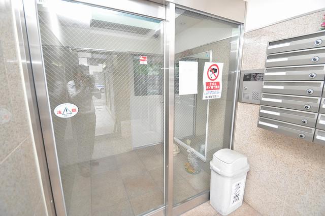 カインド高井田 オシャレなエントランスは安心のオートロック完備です。