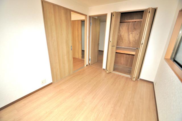 ニッコーハイツ俊徳 白を基調としたリビングはお部屋の中がとても明るいですよ。