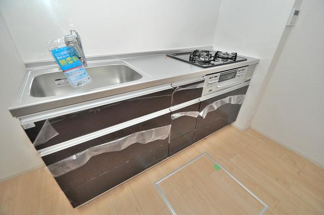 インペリアルライフ 落ち着いた色合いのキッチン。使い勝手も良いです。