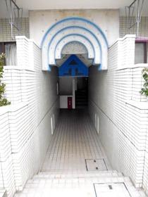 各階2住戸で一つの階段を使用します