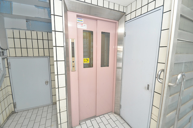 ハイツ南の風 嬉しい事にエレベーターがあります。重い荷物を持っていても安心