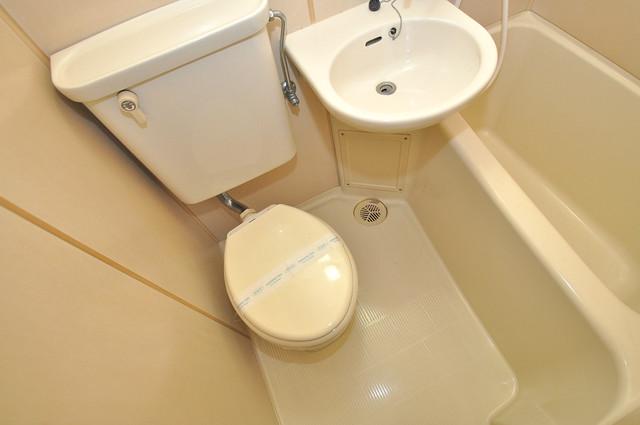 ファースト田島 お風呂・トイレが一緒なのでお部屋が広く使えますね。